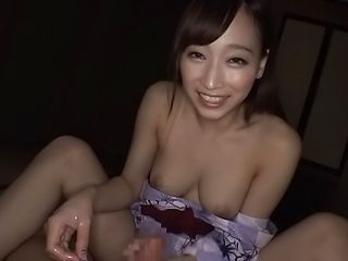 Apppetizing minx pleases with her feet and hands