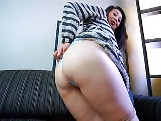 Hot Asian lassie enjoying some hand work adventure