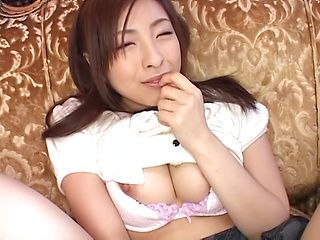 Ravishing beauty Yukimi Saya gives a kinky head