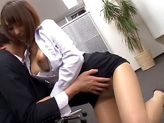 Ayami Shunka enjoys some amazing office sex